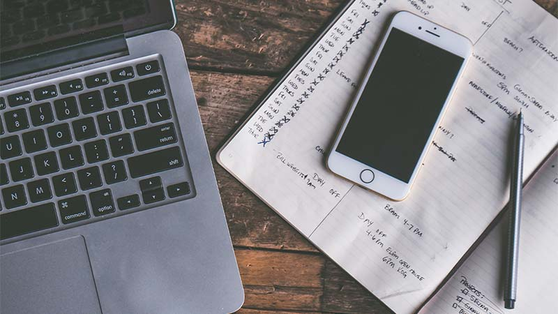 What does the Daily Routine of a Social Media Manager Look Like?